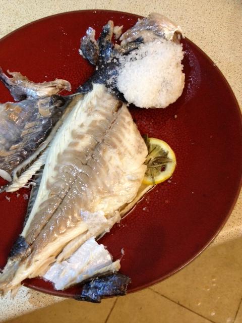 Gilt head bream baked in salt crust eatthehipster for Salt fish head